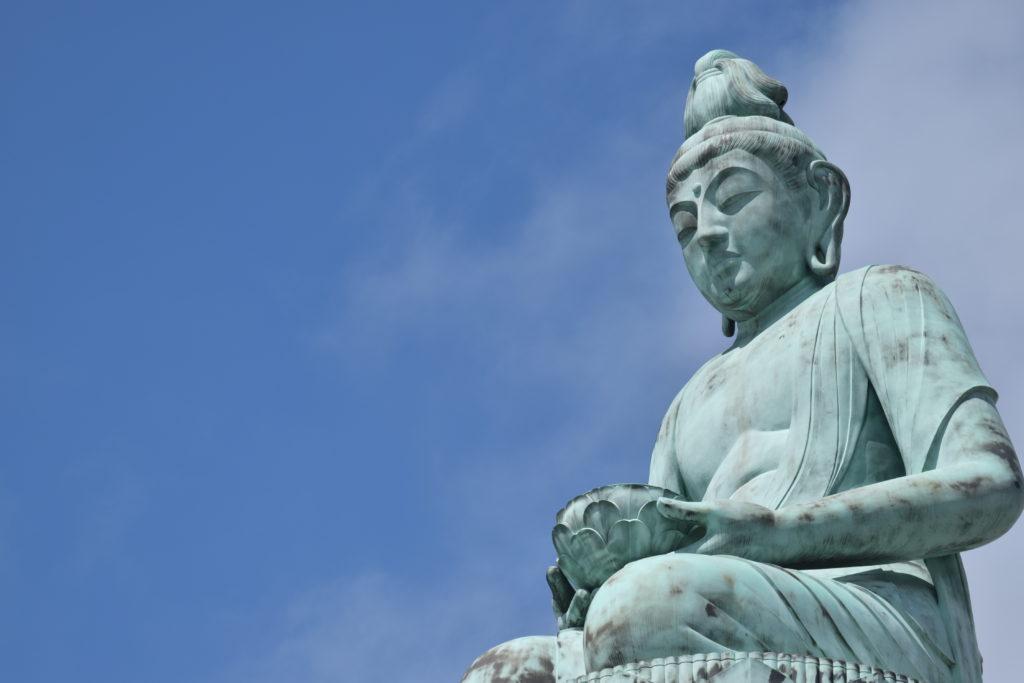 芦ヶ久保を眺める観音様