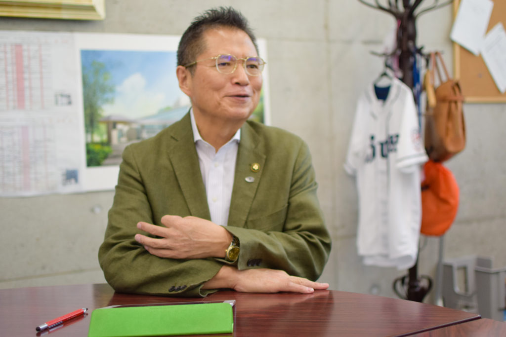 自然の多様性を心から嬉しそうに話す市長