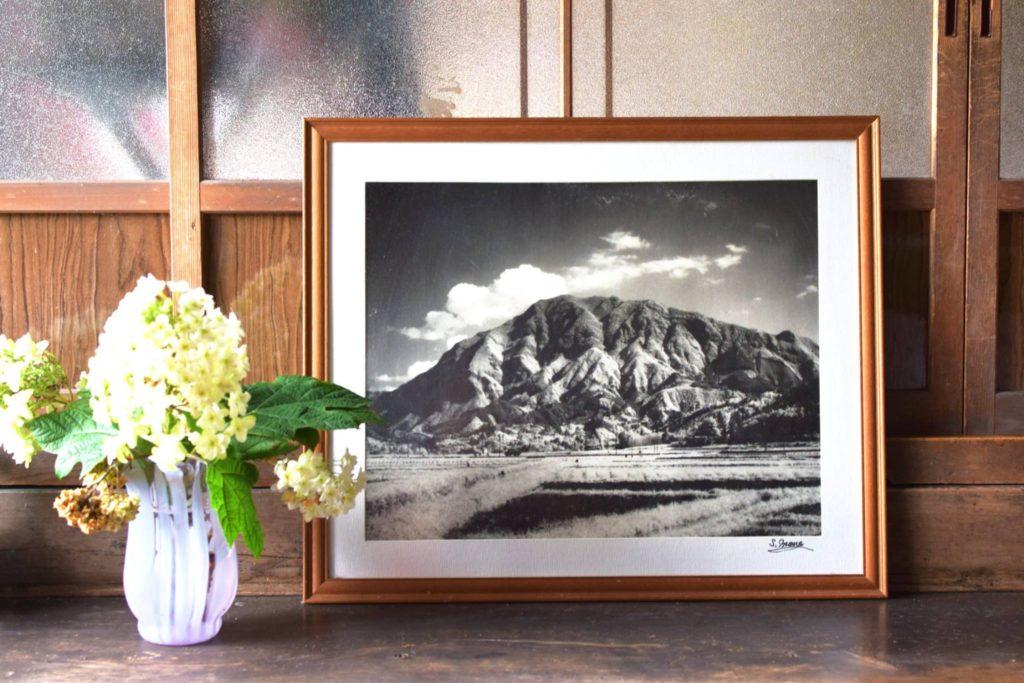 採掘がされる前の武甲山(編集長の自宅に保管されていた写真)